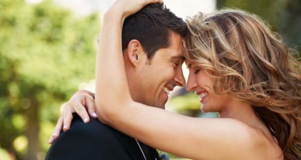 Casal Apaixonado no Parque