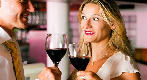 Casal com Vinho