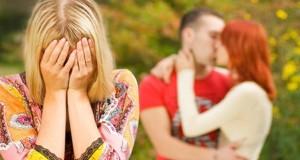 Mulher Chorando Vendo Traição
