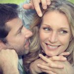 10 Sinais Que o Homem Está Interessado em Você
