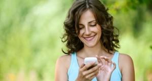 Mulher no smartphone