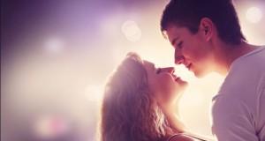 Jovem casal romântico