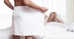 Mulher surpresa com pênis