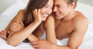 casal-feliz-na-cama