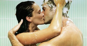 casal-no-chuveiro-preliminares