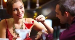 Mulher com Drink no Primeiro encontro