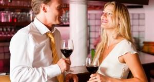 Casal Tomando Vinho