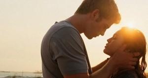 Casal Apaixonado ao Por do Sol