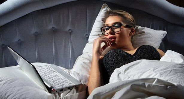 Mulher Assistindo Pornografia