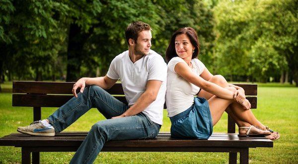 Casal sentado