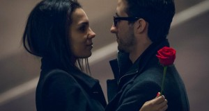 Casal com uma rosa
