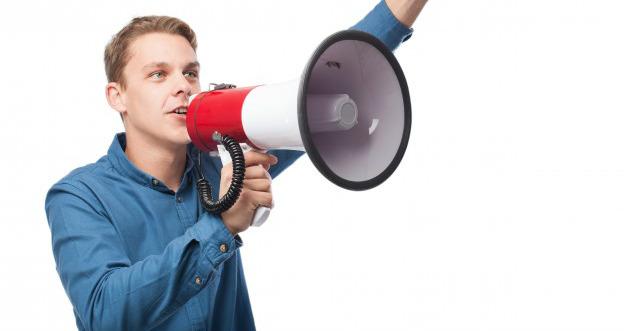 Homem com megafone